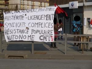 Nouveau rassemblement devant Pôle Emploi p1000474-floutee-300x225