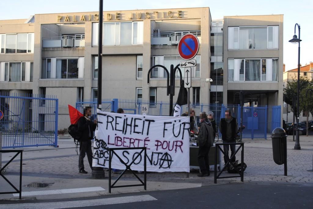 Clermont Ferrand, solidarité internationale : Freiheit für Sonja Suder! dsc0897011